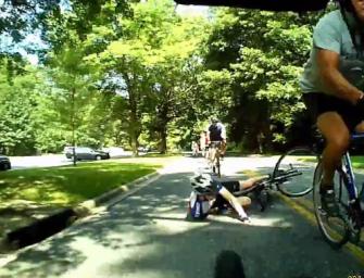 For din egen sikkerhed: Overlap aldrig hjul når du cykler